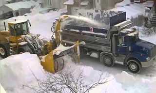 פינוי שלג בקנדה - מגניב!