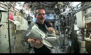 ניסוי מדהים עם מים בחלל