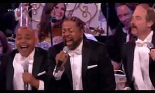 """אנדרה ריו בביצוע מיוחד לשיר """"YMCA"""""""