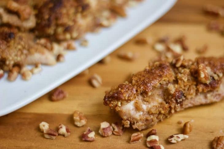 מתכון לחזה עוף פריך בתנור בציפוי דבש ואגוזי פקאן