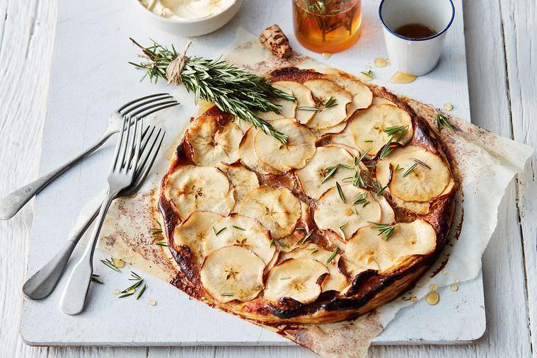 מתכון לטארט תפוחים פשוט עם דבש ורוזמרין