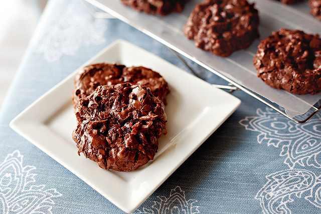 מתכון לעוגיות שוקולד, קוקוס ושקדים ללא קמח