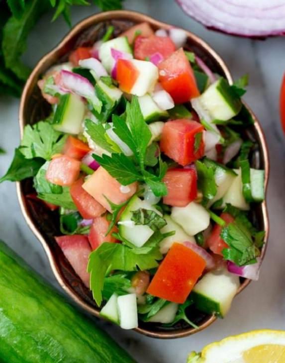 מתכון לסלט ירקות ישראלי קצוץ דק