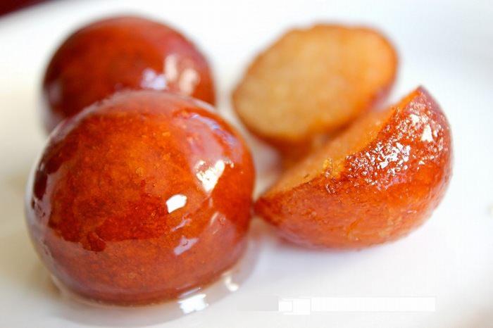 מתכון לקינוח כדורי גבינה בסירופ דבש חם - גולאב ג'אמון