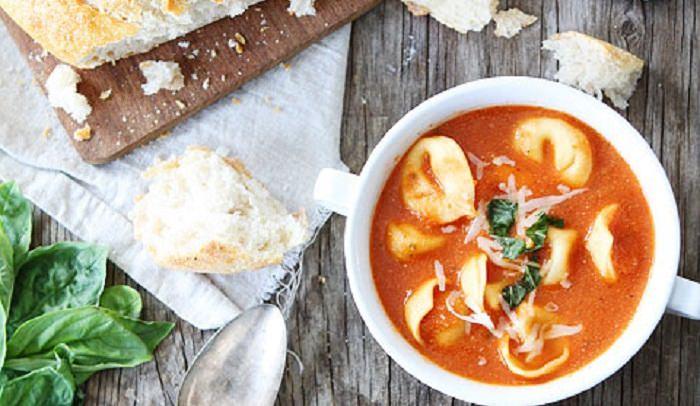 מתכון למרק טורטליני עם עגבניות ויוגורט