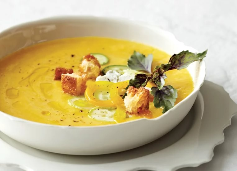 מתכון למרק אפרסקים קר עם גבינת עיזים