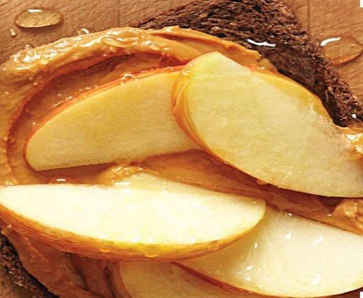 מתכון לסנדוויץ חמאת בוטנים, תפוח ודבש