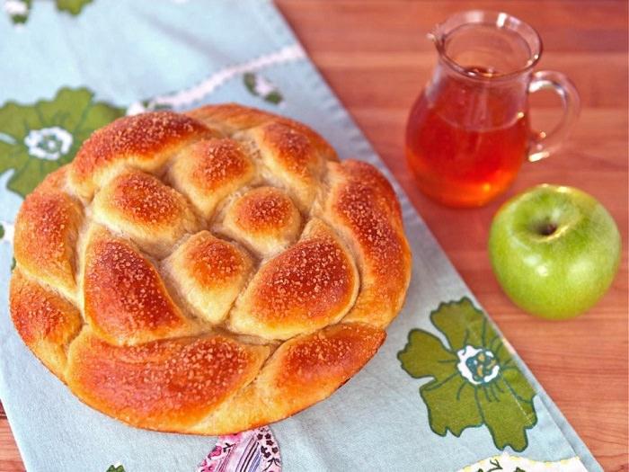 מתכון לחלה מתוקה במילוי תפוחי עץ וקינמון