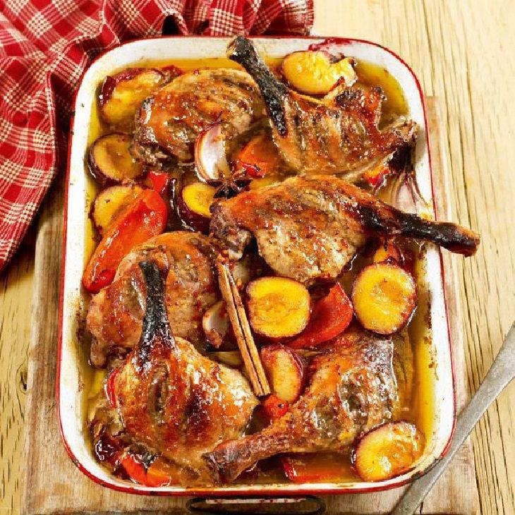 מתכון לירכי עוף בתנור עם שזיפים ואניס