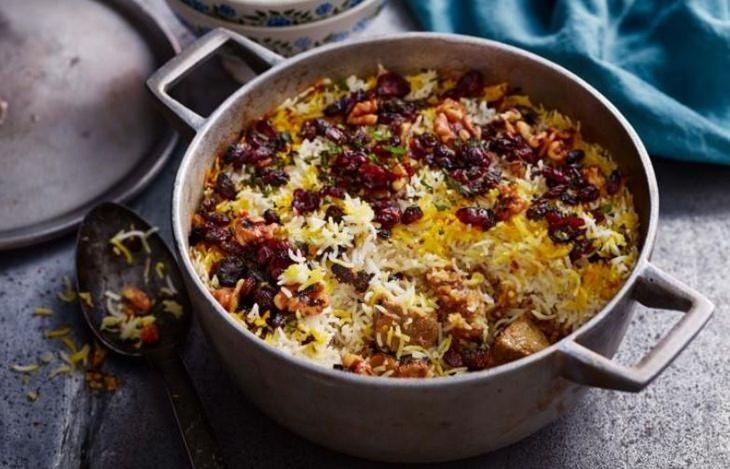 מתכון לתבשיל אורז עם כבש ופירות יבשים בנוסח הודי