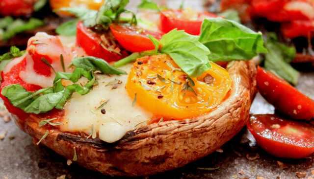 מתכון לפיצה צמחונית מבסיס פטריית פורטבלו