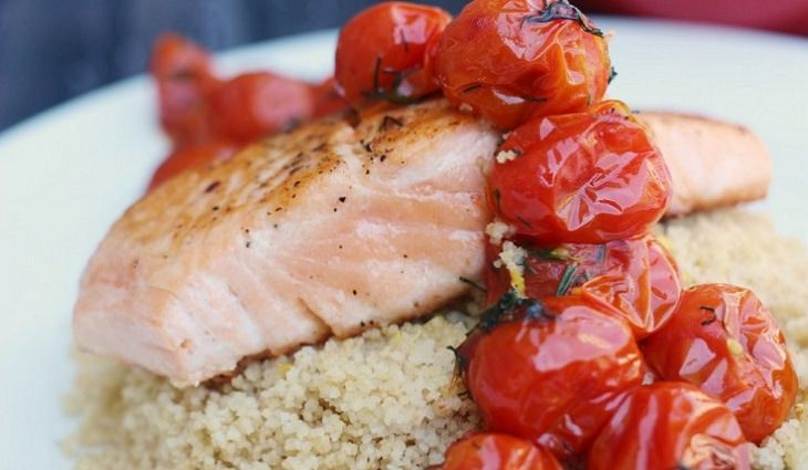 מתכון לסלמון עם עגבניות שרי מוקפצות