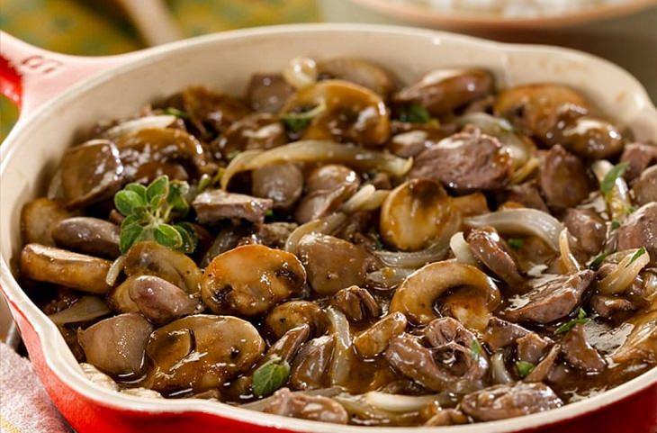 מתכון ללבבות עוף עם בצל ופטריות