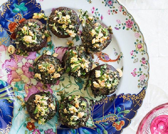 מתכון לפטריות אפויות במילוי קייל ואגוזי לוז