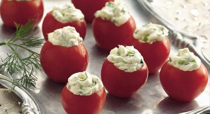 מתכון לחטיף עגבניות שרי ממולאות במטבל גבינת שמנת ומיונז