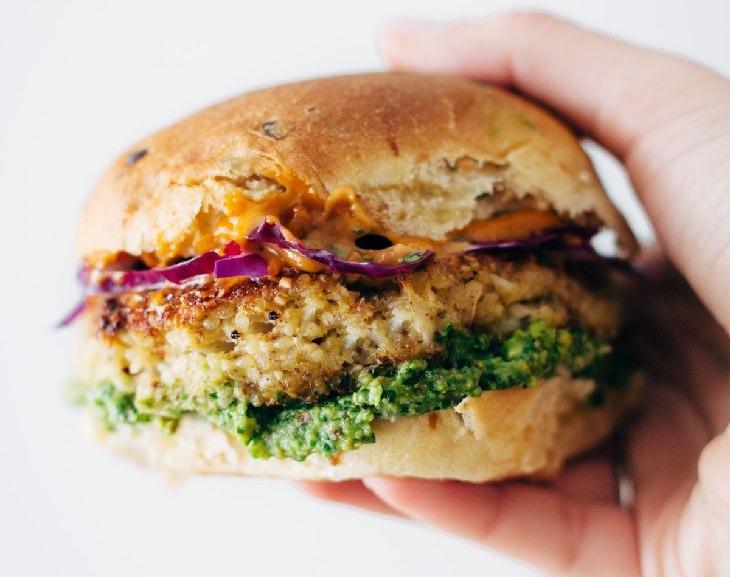 מתכון להמבורגר כרובית צמחוני ומעורר תיאבון