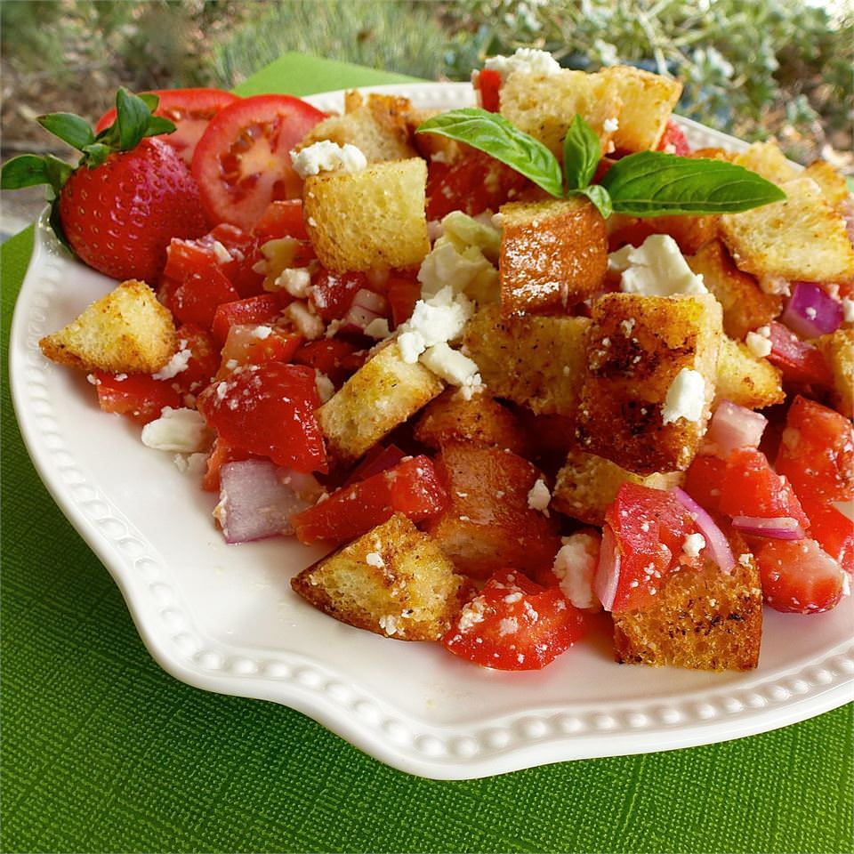 מתכון לסלט פנצנלה עם עגבניות ותותים