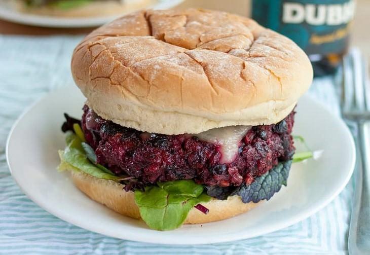 מתכון להמבורגר שעועית וסלק - צמחוני