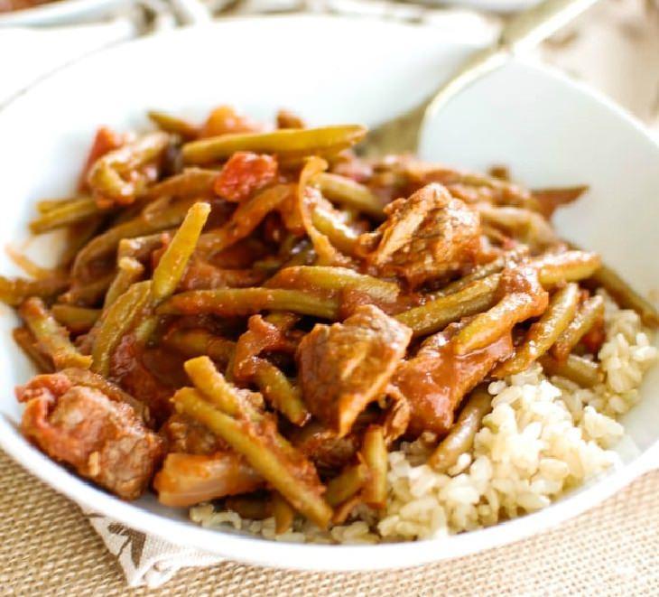 מתכון לתבשיל לבנוני עם בשר ושעועית ירוקה