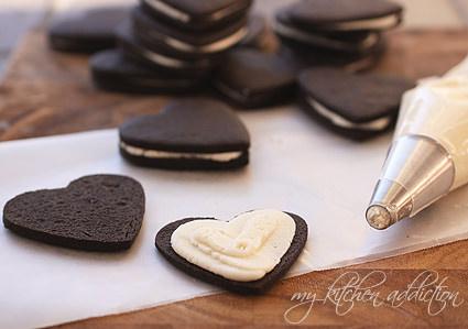 מתכון לעוגיות סנדוויץ' במילוי קרם שמנת מתוק