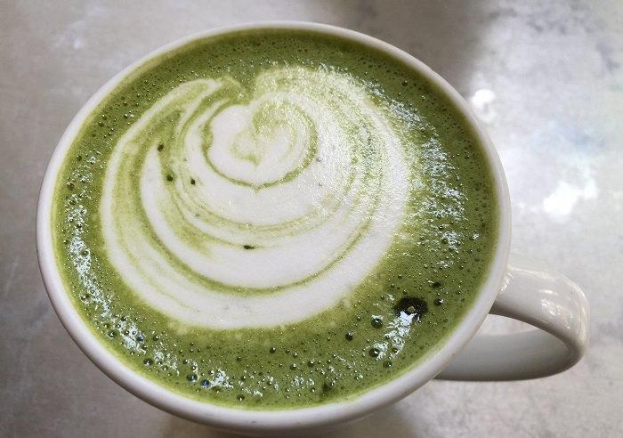 מתכון לתה מאצ'ה עם חלב מוקצף