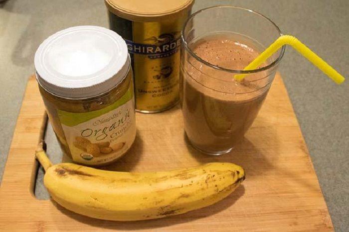 מתכון לשייק שוקולד, חמאת בוטנים ובננה חם