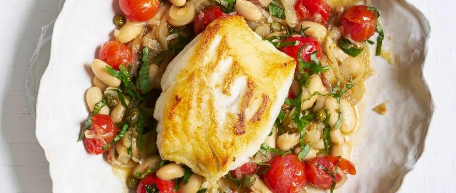 מנת דג בקלה עם תבשיל עגבניות ושעועית