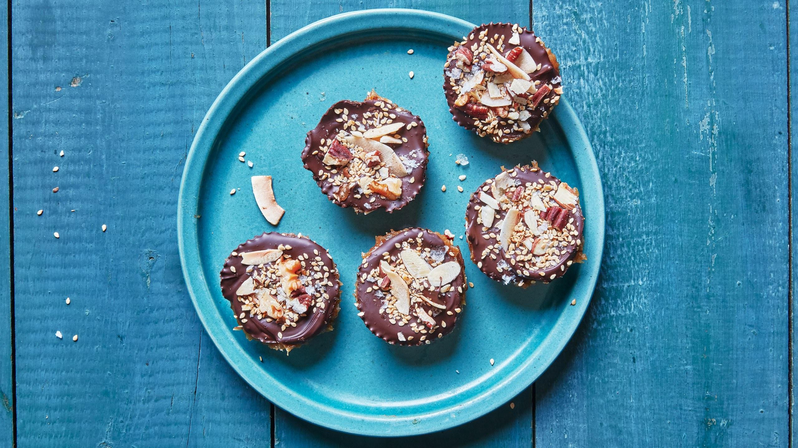 מתכון לקינוח תמרים ושוקולד פשוט וטעים ללא אפייה