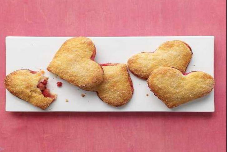 מתכון לעוגיות סנדוויץ בצורת לב במילוי אגס ופטל