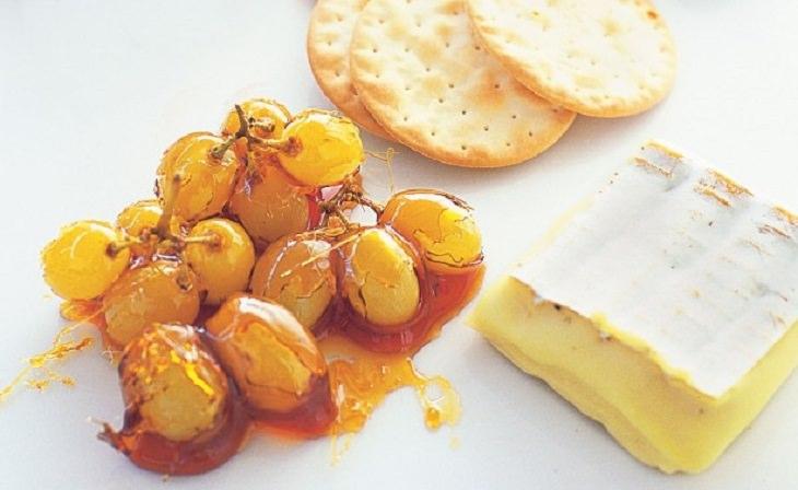 מתכון לקינוח ענבים בציפוי טופי קרמל