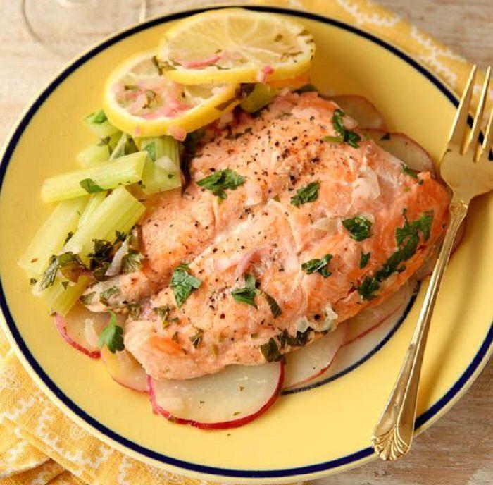 מתכון קל הכנה לדג סלמון ותפוחי אדמה מתובלים במיקרוגל
