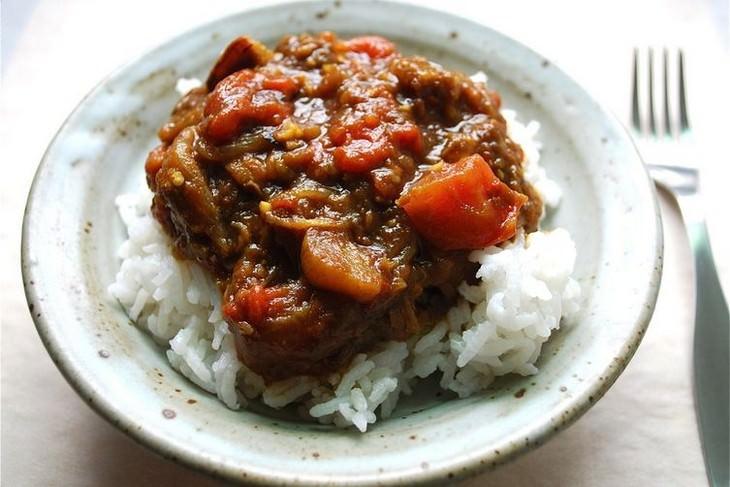מתכון לתבשיל חצילים ועגבניות ברוטב רימונים