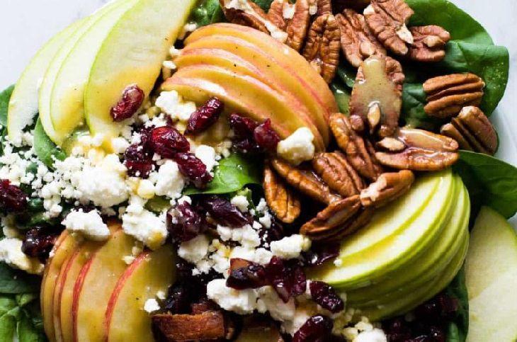 מתכון לסלט אפרסקים, תפוח וויניגרט ברוטב מייפל-דיז'ון