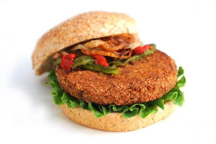 מתכון להמבורגר פטריות ובצל מקורמל