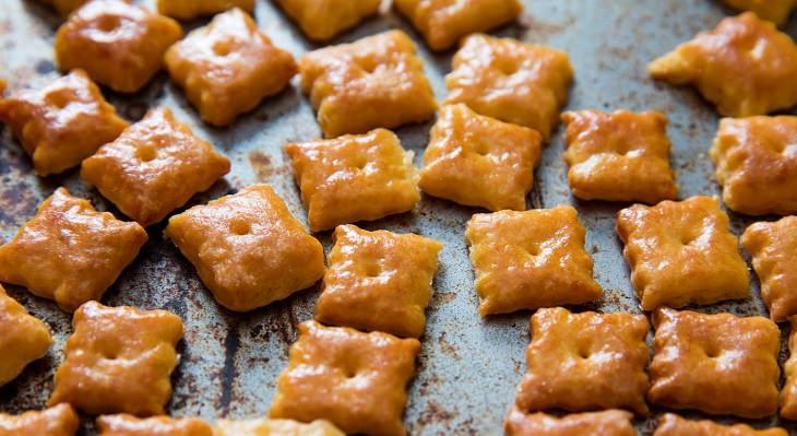 מתכון לחטיף גבינת צ'דר שאתם יכולים להכין בקלות