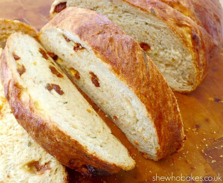מתכון ללחם פרמזן ועגבניות מיובשות