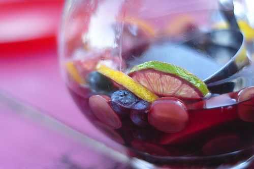 מתכון לסנגריה חמה - קוקטייל פירות ויין