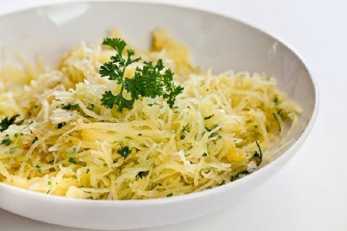 מתכון קל לספגטי מבשר דלעת עם שום וחמאה