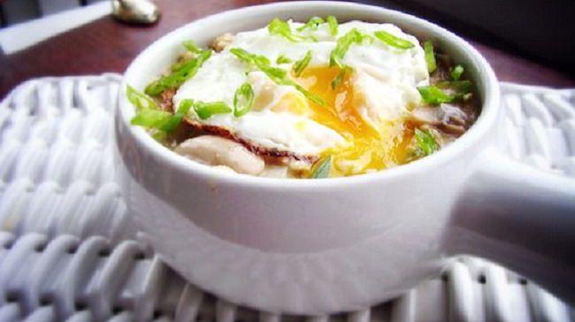 מתכון לארוחת בוקר שיבולת שועל, פטריות וביצים
