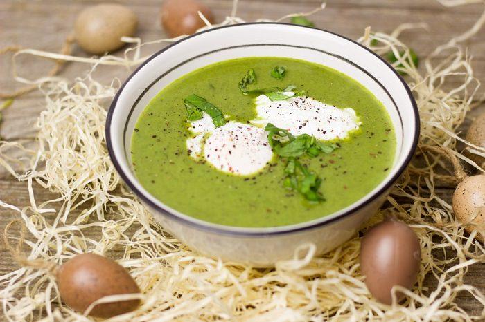מתכון למרק ירקות טעים ובריא על בסיס אפונה ותרד